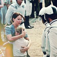 Katniss-and-Prim-Reaping-Day-the-hunger-games-30110009-200-200